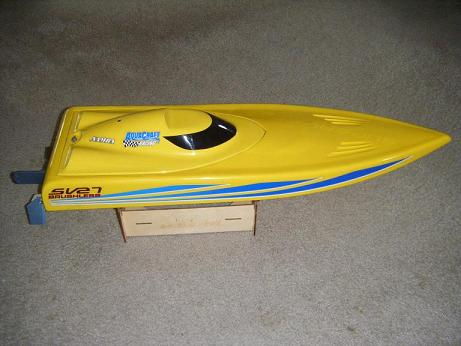 RC Electric Boat - Monohull hull type
